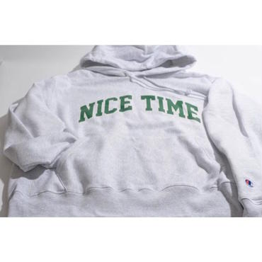 "【 tr.4 suspension 】""NICE TIME"" COLLEGE LOGO PULLOVER HOODED ( SILVER GRAY )"