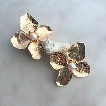 Pearl flower pierced