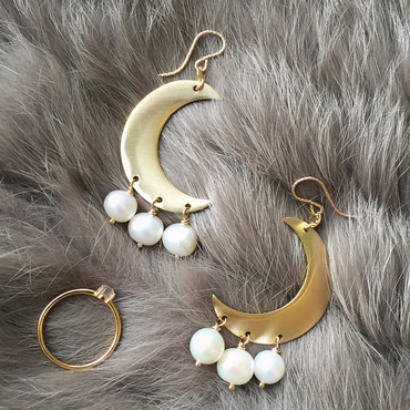 Crescent moon pierced(pearl)