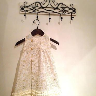 オリジナルフラワープリント生地と手織りカディ綿のフリルのドレス