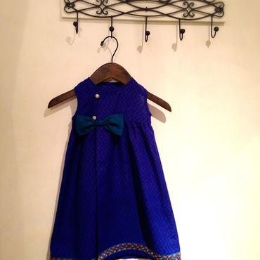 鮮やかなブルーのバングラデシュ産ボイルコットンと伝統の刺繍テープのドレス