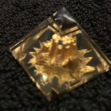 ピラミッド水晶(金龍)