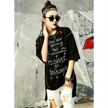 ロゴTシャツでデニムコーデにもハマる ストリートおしゃれ黒/白