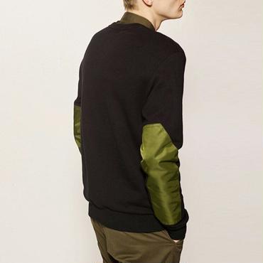秋色バイカラー黒&緑のクルーネックプルオーバー