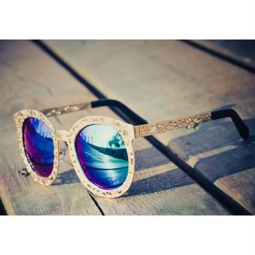 夏の海やリゾート旅行におすすめ/個性が際立つ大きいフレームサングラス