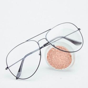 細めリムでちょっとした個性が魅力ディアドロップメガネ黒/シルバー/ゴールド