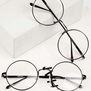シンプルな個性をプラス/ラウンドレンズメガネ