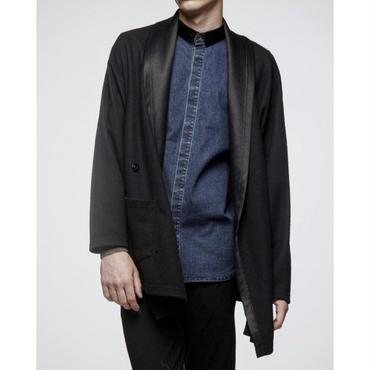 Tシャツやシャツとも相性◎黒のシンプルなジャケット