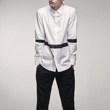 モノトーンカラーのコントラストがスタイリッシュなシャツ