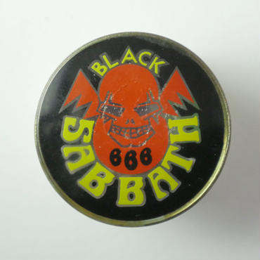 BLACK SABBATH SKULL 666  VINTAGE BADGE