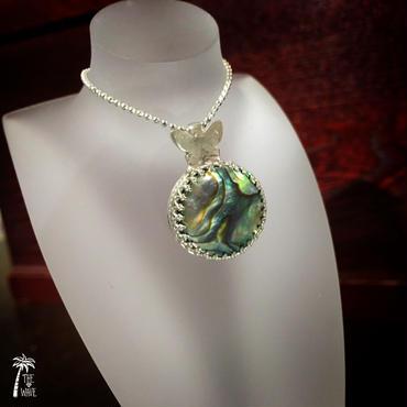 虹色シェルとバタフライのネックレス - silver -