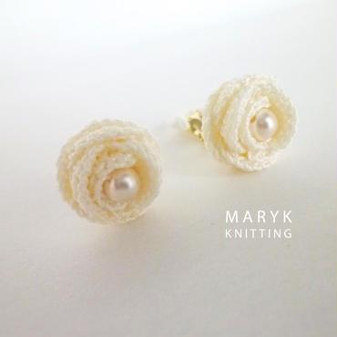 清楚な白いバラのイヤリング with pearl beads *024