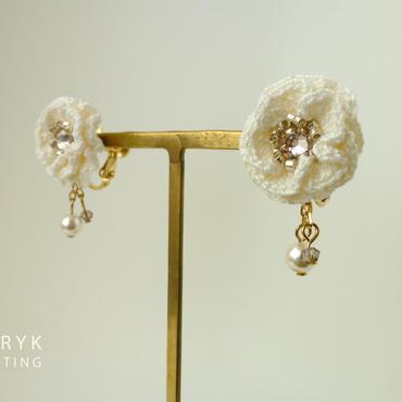 Glitter Flower II & swing(オフホワイト)イヤリング/ピアス *103