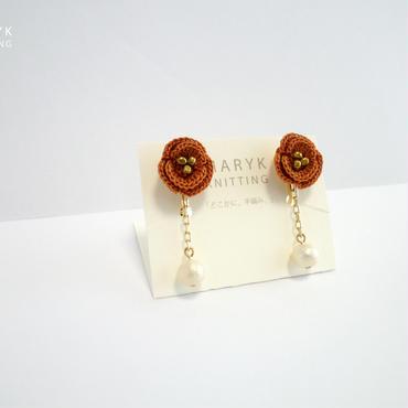 オレンジ色のバラとコットンパール(ロング)イヤリング/ピアス *174 送料込