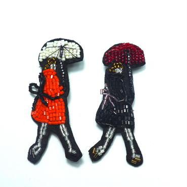 傘をさすレディan umbrella  | ビーズブローチ hand made beads brooch