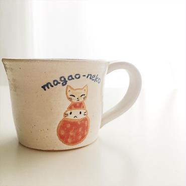 陶器の猫かぶり苺ぼうやマグカップ