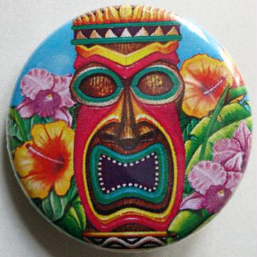 """ハワイの神話シンボル""""ティキ""""とお花畑缶バッチ"""