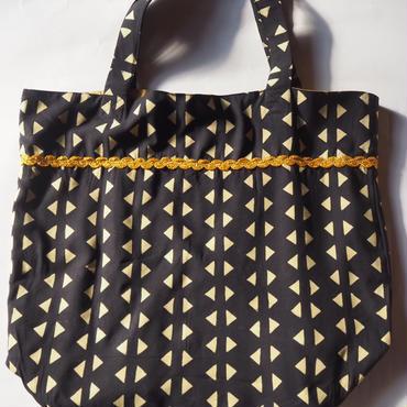 シックな三角デザインバッグ
