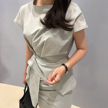 The 2piece gray(skirt+blouse set)