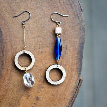 チェコガラスと丸い木のピアス(ブルー)