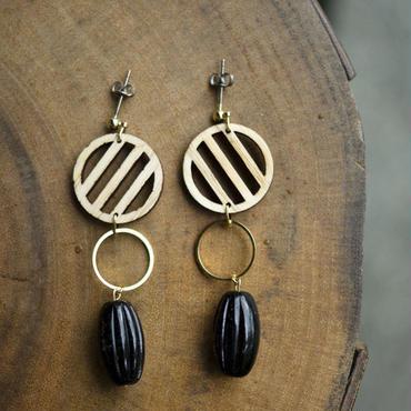 黒ガラスと木のストライプピアス