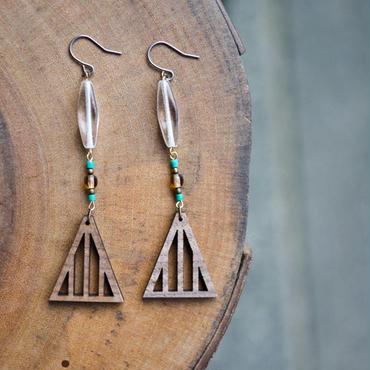 チェコガラスと木の三角ピアス