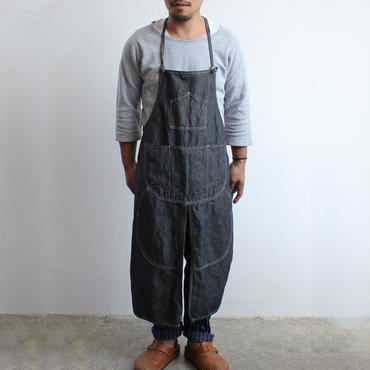 21 SPLIT APRON_BLACK CHAMBRAY
