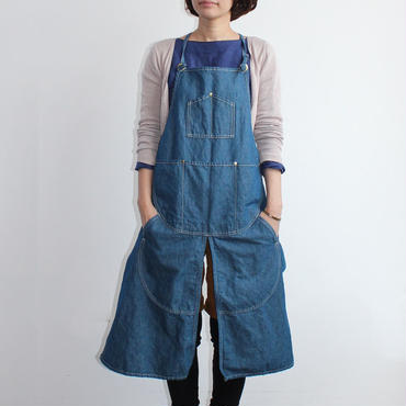 21 SPLIT APRON_BLUE CHAMBRAY