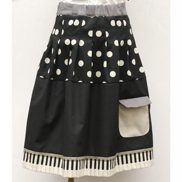 お手伝いスカート~鍵盤~