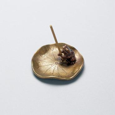 073-05 香立 蓮に蛙(小)
