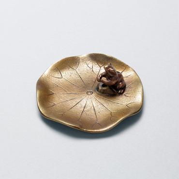 073-05 香立 蓮に蛙(大)