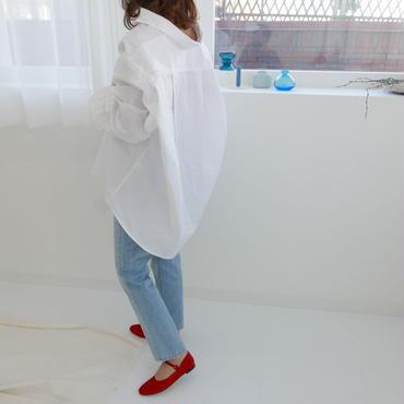 white loose shirt