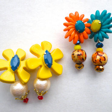 【SALE】20% OFF レトロ花ピアス
