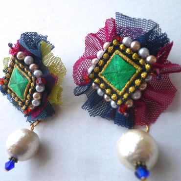 刺繍チュールピアス