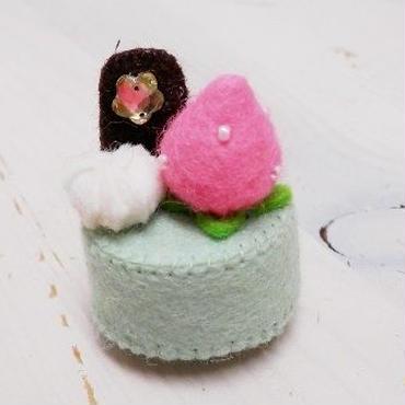 【KANADE】ケーキマグネット チョコ&ピンクいちご P29-430