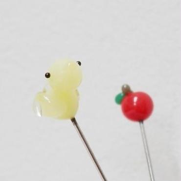 【gemma】まち針2本セット とり・レモン色&りんご L13-1703
