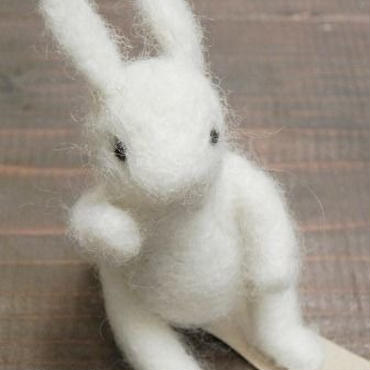 【mogu*mogu】座るウサギ P36-0021