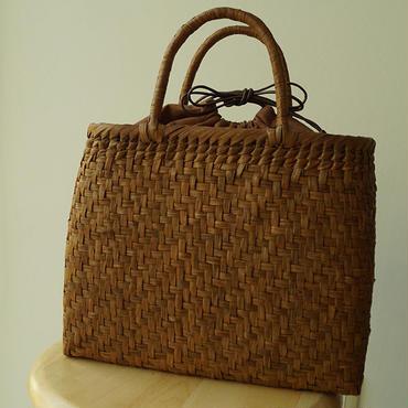 【籠】柿渋染め巾着付き、網代編み・やまぶどう籠