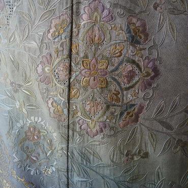 【袷】ブルーグレイ系裾暈しスワトウ刺繍附下