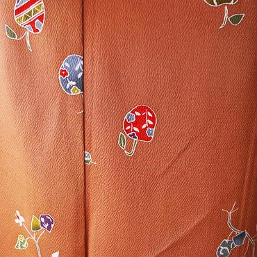 【袷】赤茶地林檎モチーフの飛び柄小紋