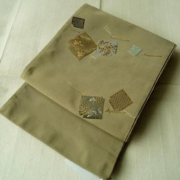 【ふくろ帯】淡いグレージュ色地 刺繍色紙紋 アンティーク
