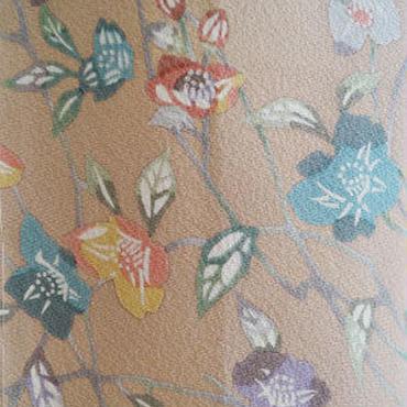 【袷】薄赤香系椿の型染め小紋