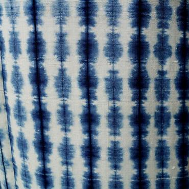 【袷】生成りと藍色 絞染めの紬