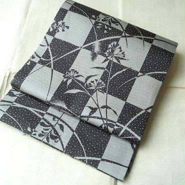 【ふくろ帯】 墨黒×ライトグレー 市松に秋草文 洒落袋帯