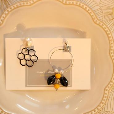 揺れるハチさんイヤリング/ピアスSV