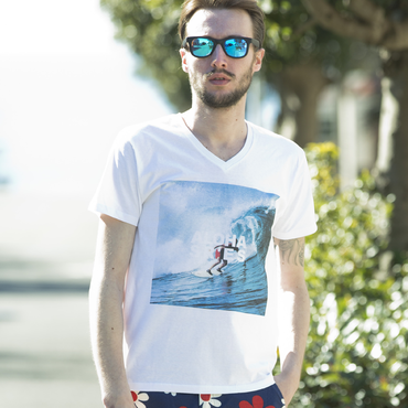 PROJECT SR'ES(プロジェクトエスアールエス) / PHOTOGRAPH ALOHA BX LOGO V-NECK(グラフィックプリントVネックTシャツ) / No.KNT01132