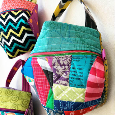 ビスコーニュのポーチ Biscornu purse
