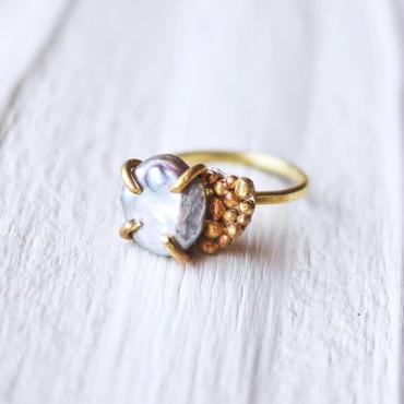 Gray pearl×dot ring