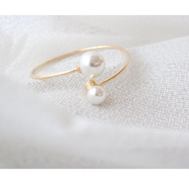 pearl point bangle
