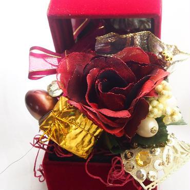 【Ray.anan掲載 ルルセレフラワー】ゴールドギフト&アンティークローズのお花 レッドジュエリーボックス  迅速誠意対応